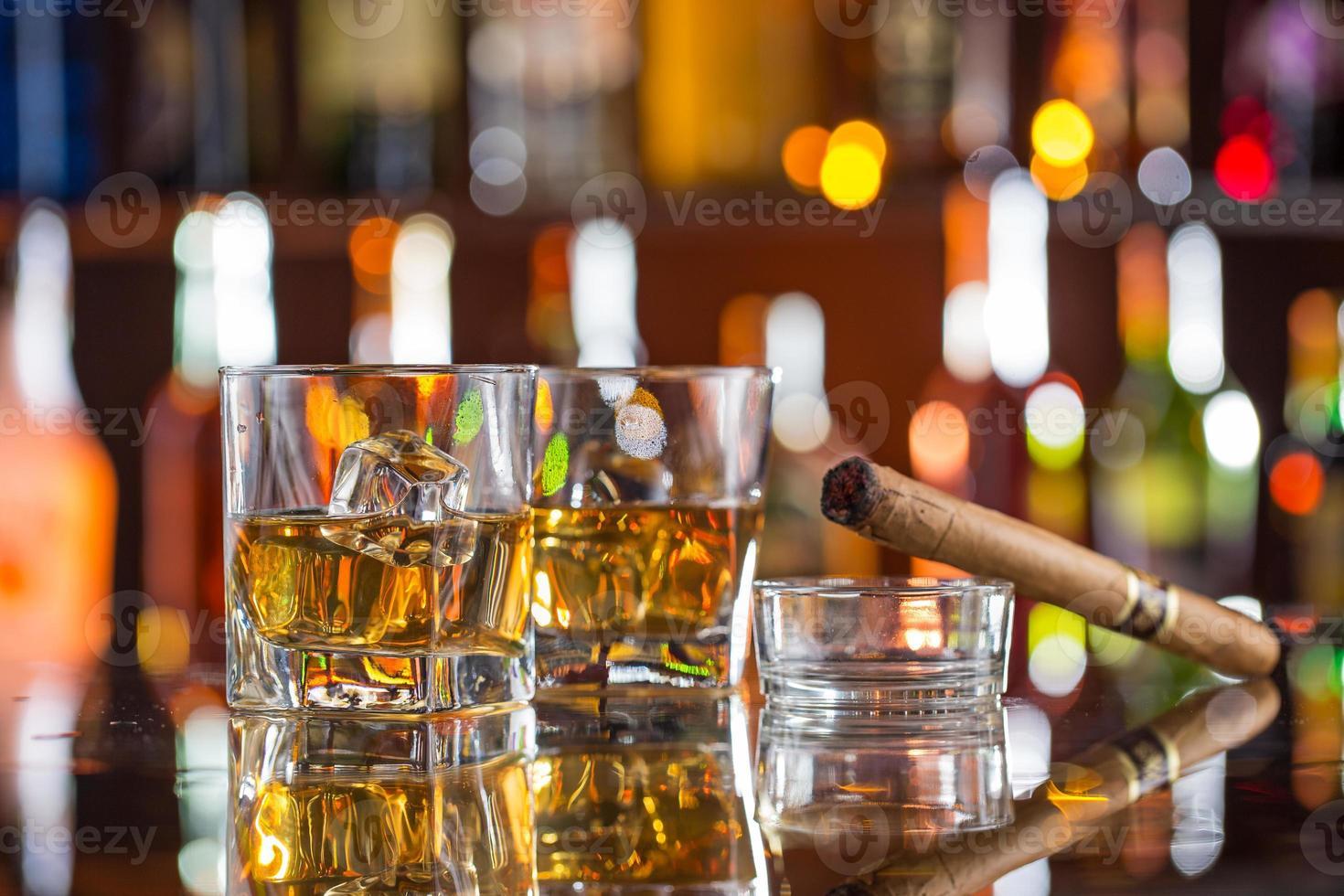 whisky con hielo foto