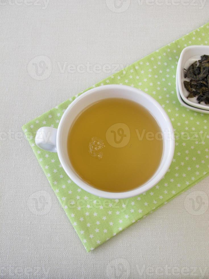 taza de té blanco de plata real de Ceilán foto