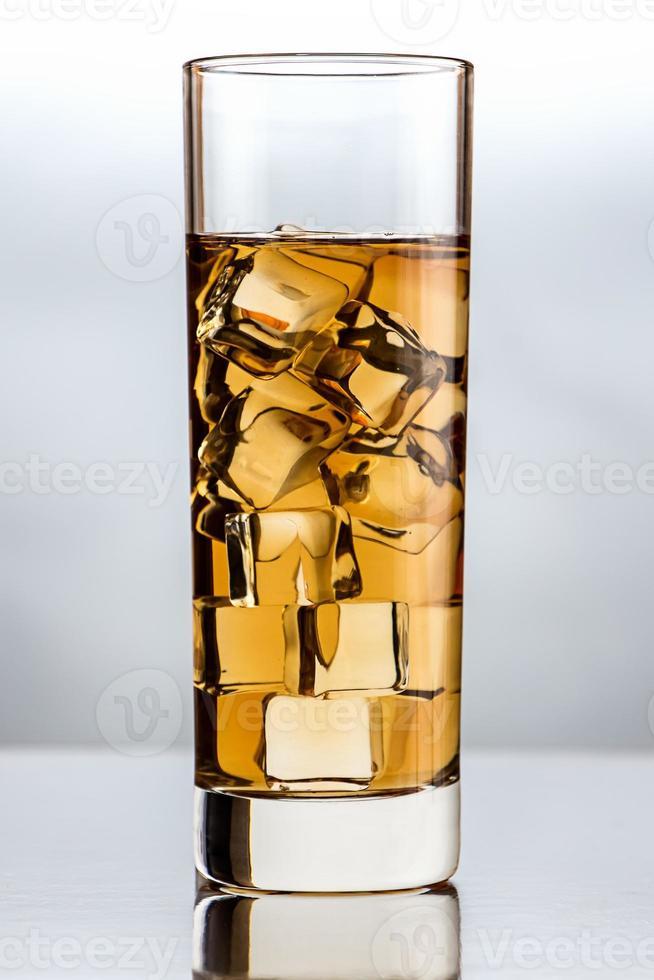 vaso con té negro foto