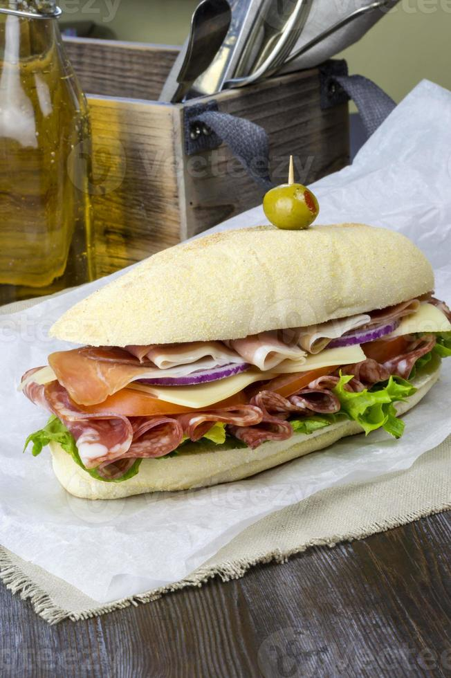 sándwich sub deli italiano foto