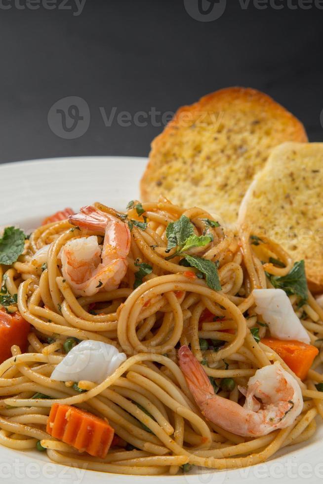 espagueti con camarones foto