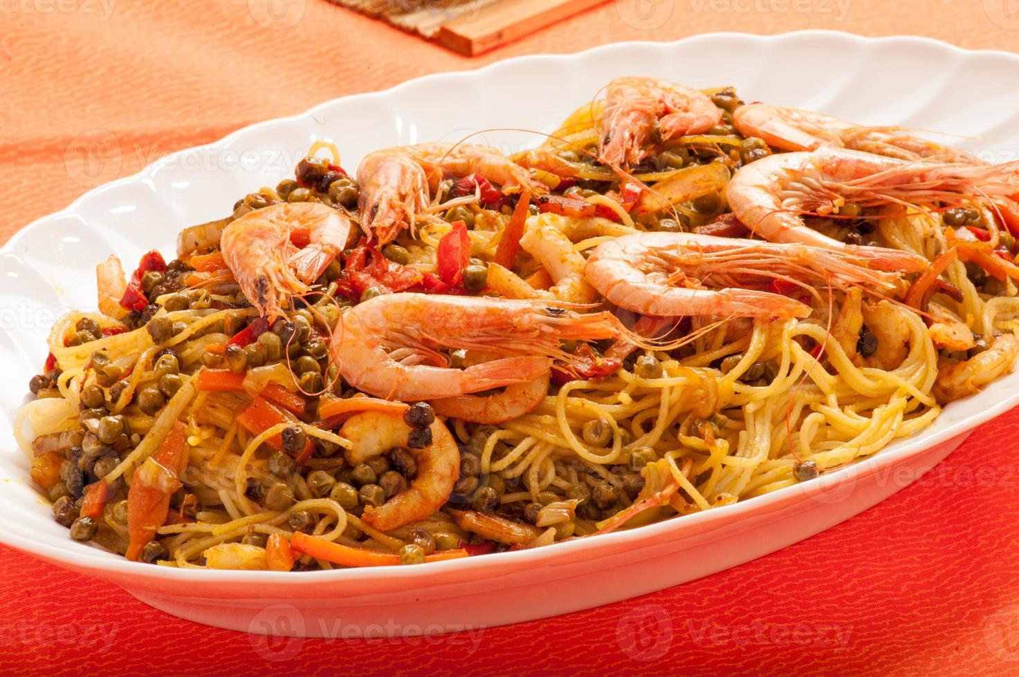 spaghetti with shrimps and vegetables photo