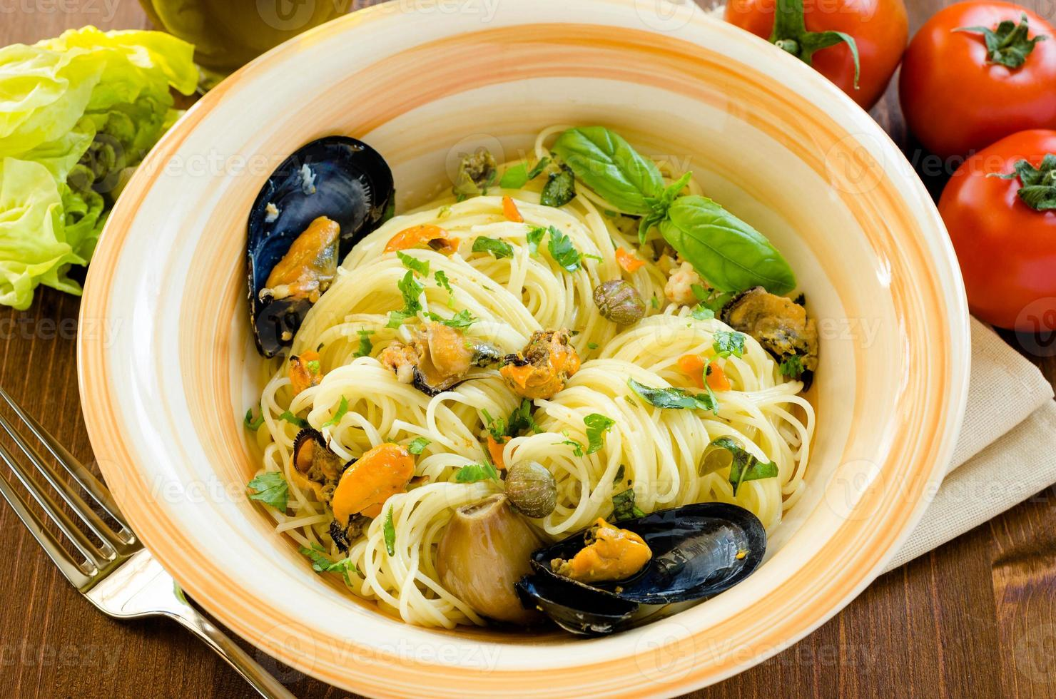 spaghetti with mussels and capers photo