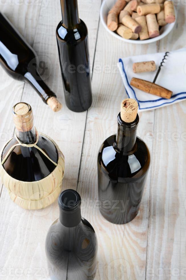 bodegón de vino de alto ángulo foto