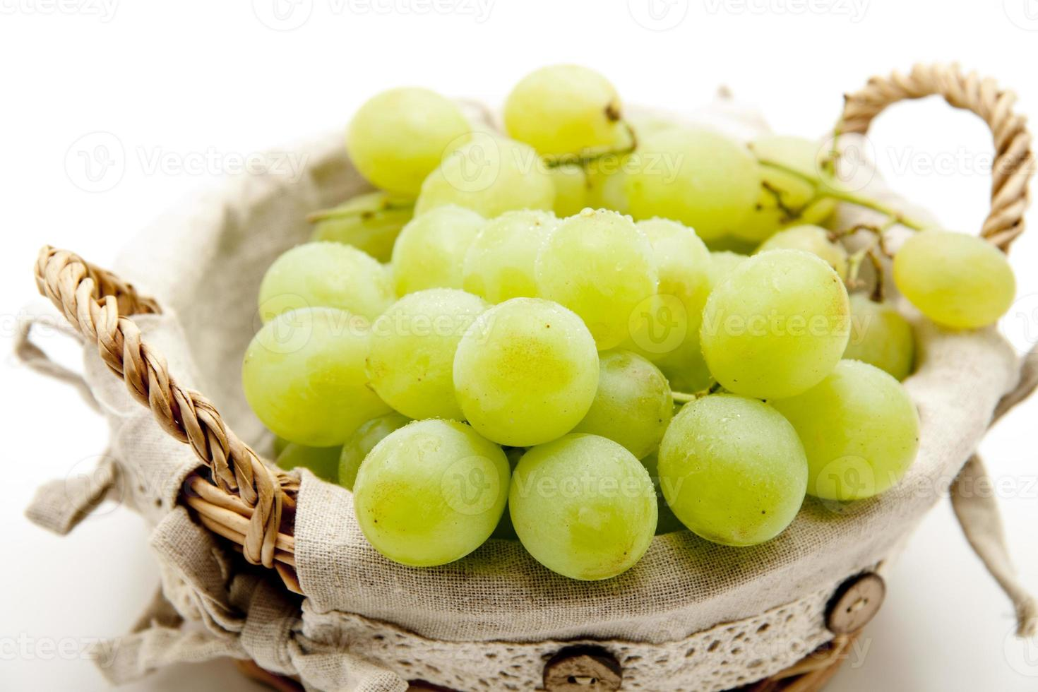 uvas en la canasta foto