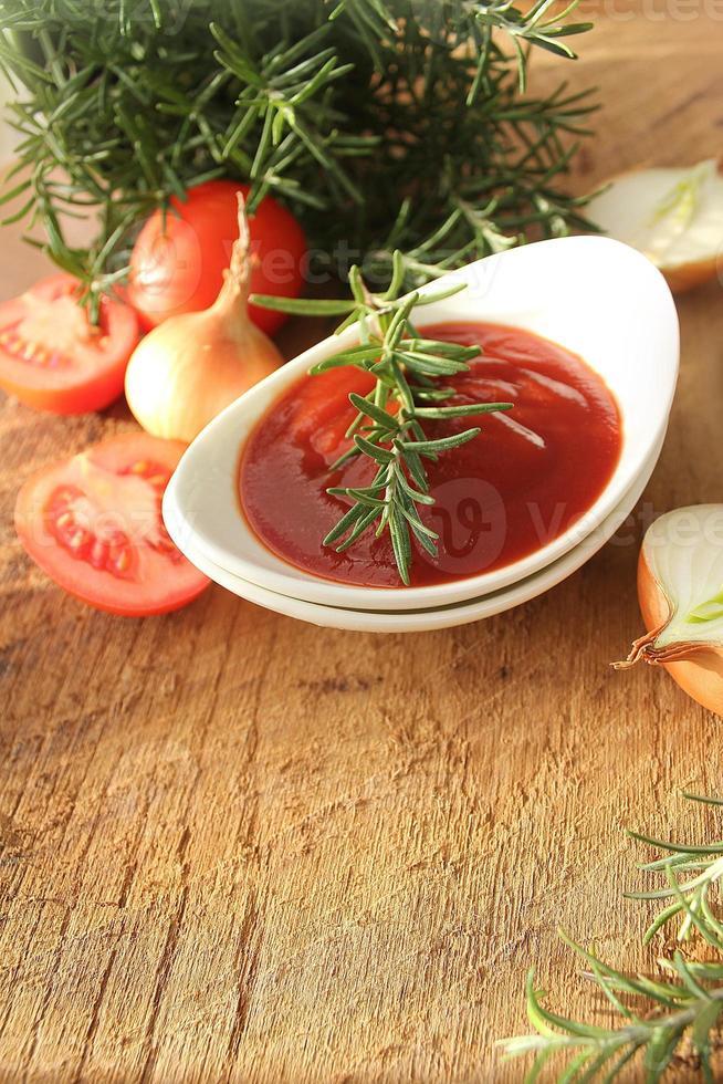 salsa recién preparada en un tazón foto