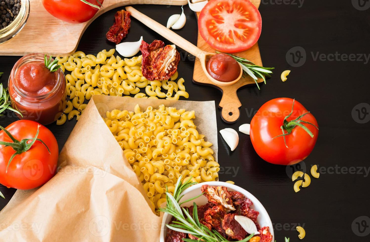 comida. ingredientes pasta. Tomates. foto