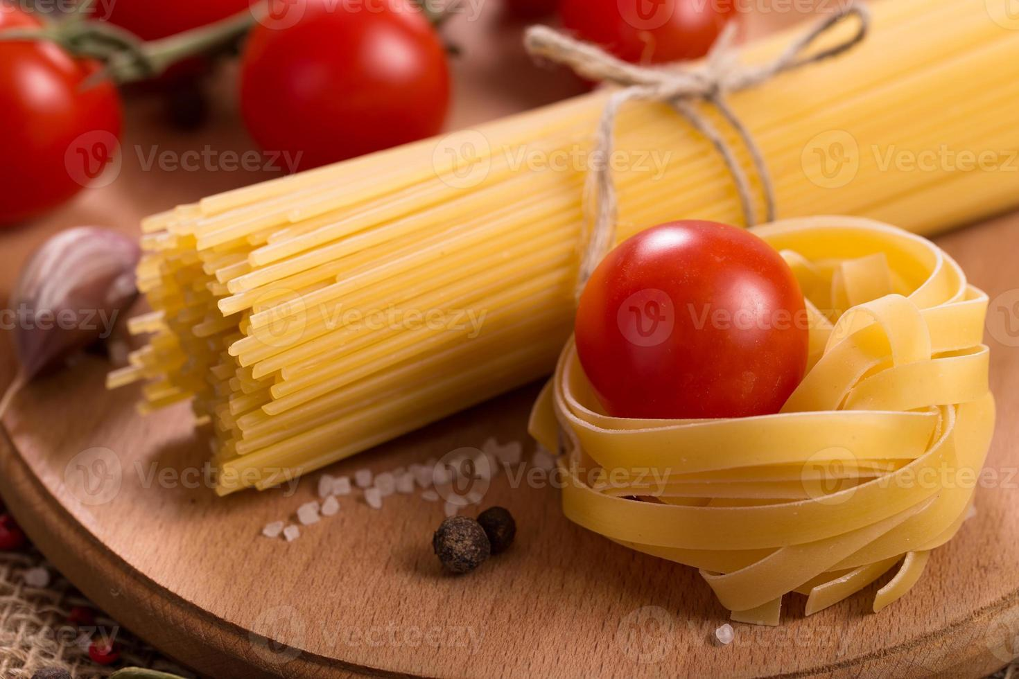 Pasta with tomatoes photo