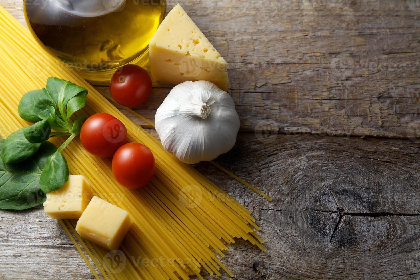 pasta con preparación de ingredientes foto