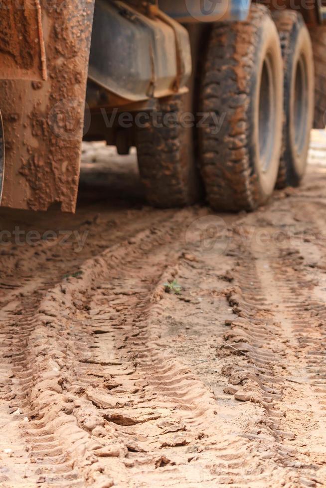 Camión con orugas de rueda trasera. foto
