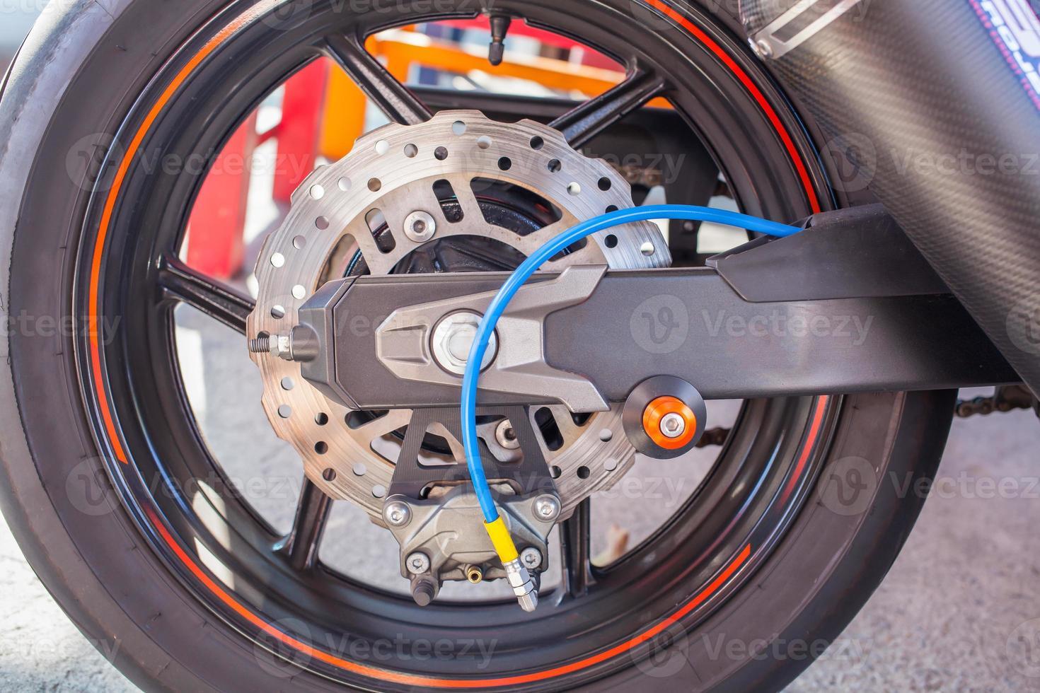 rueda trasera de la motocicleta foto