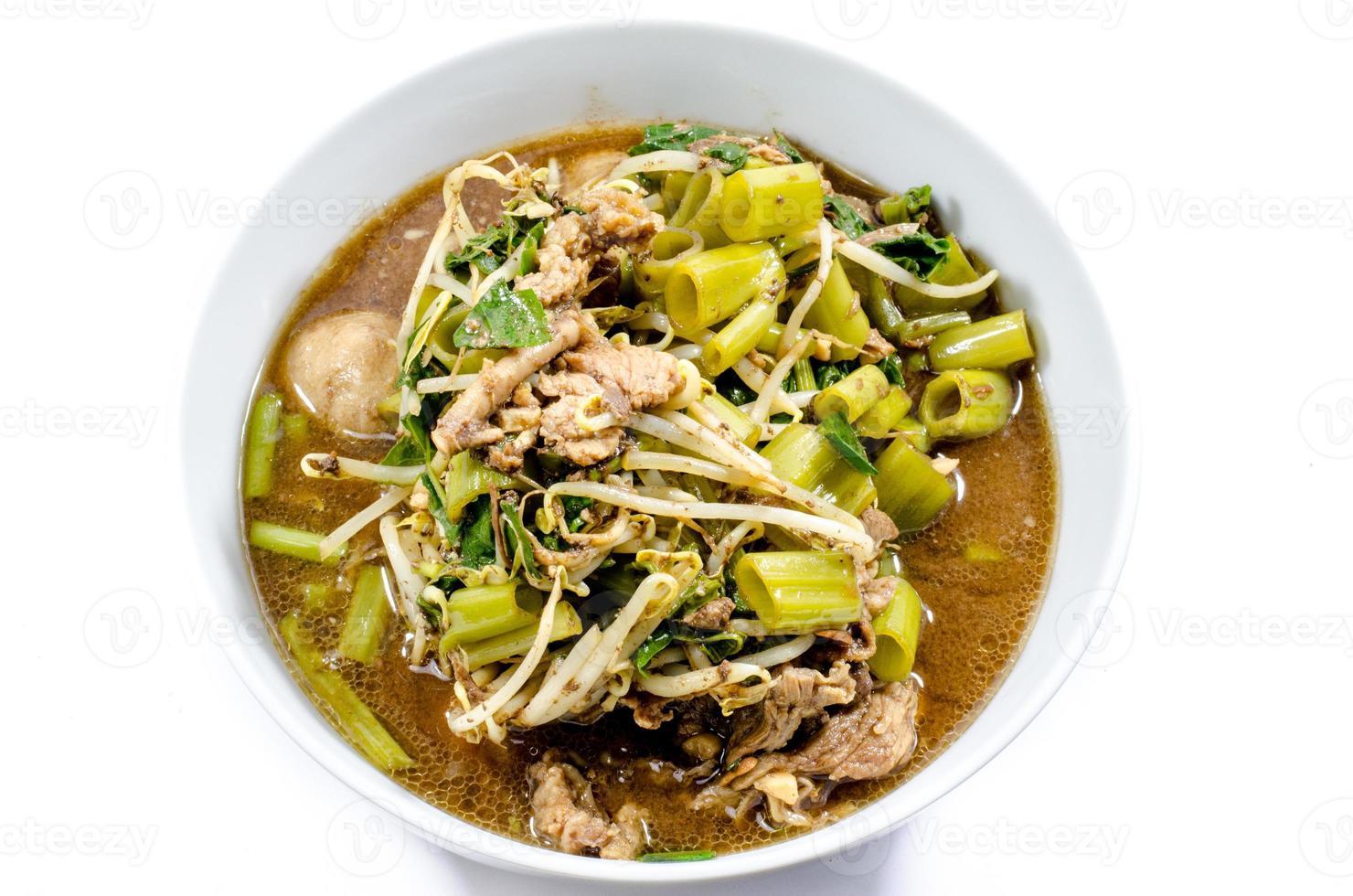 carne de fideos tailandeses foto