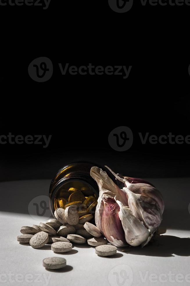 cápsulas de ajo, vitaminas d pastillas foto