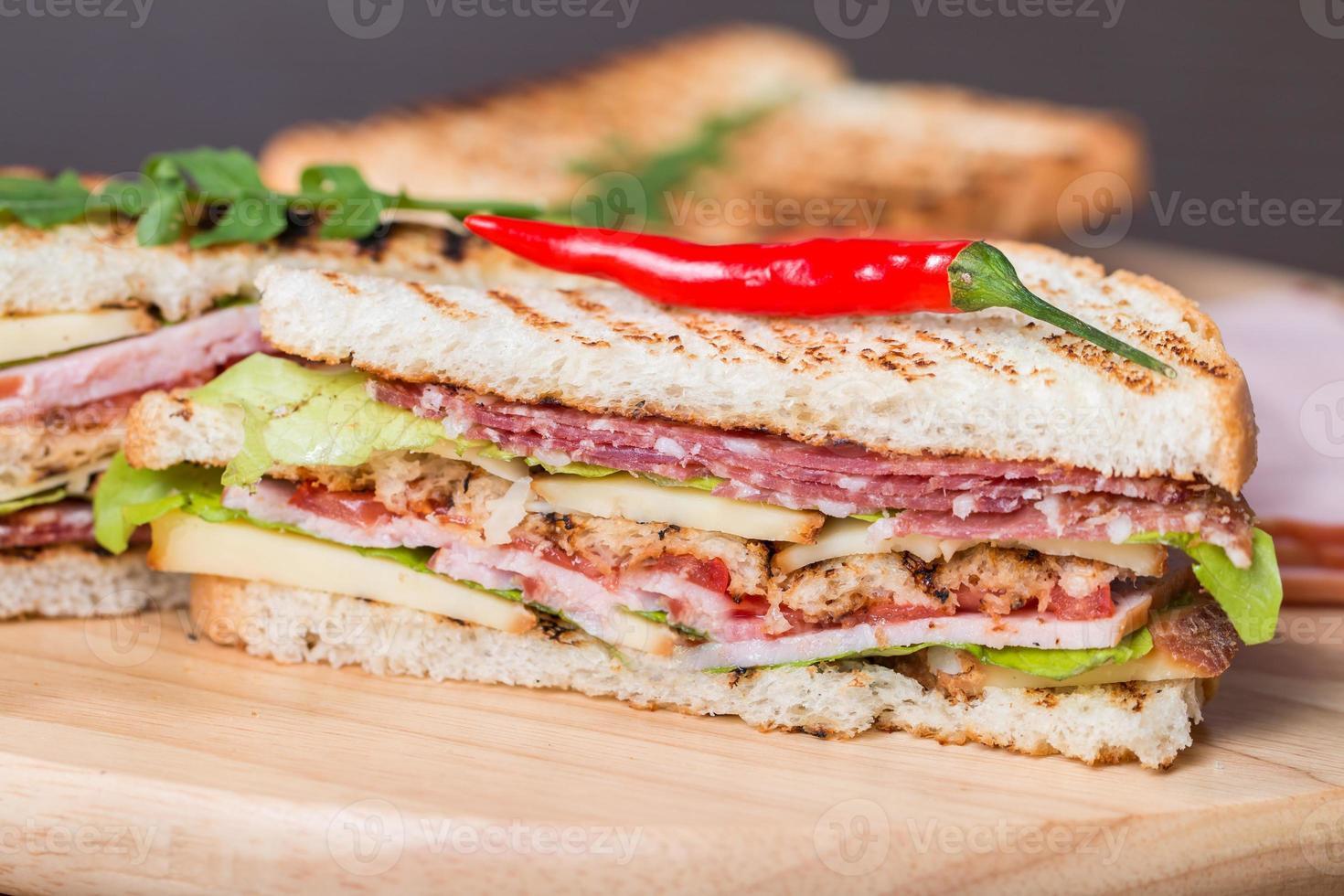 vers gemaakte clubsandwiches foto