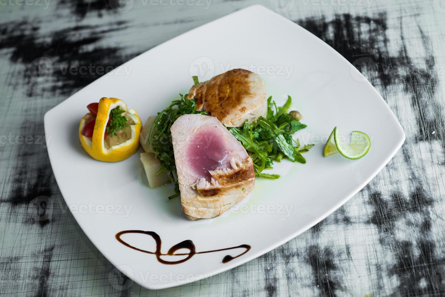 Grilled tuna with rucola photo
