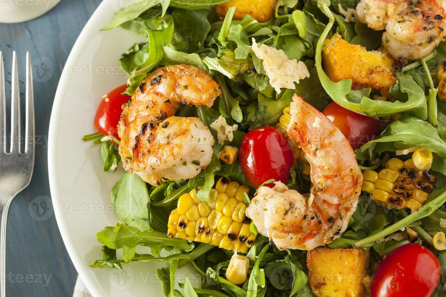 ensalada saludable de camarones y rúcula foto