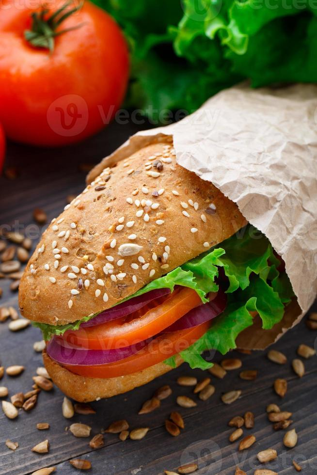sandwich de verduras frescas foto
