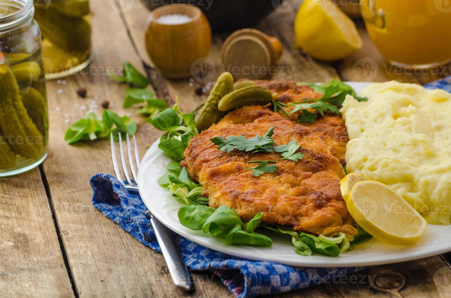 schnitzel de salsicha, schnitzel delicioso foto