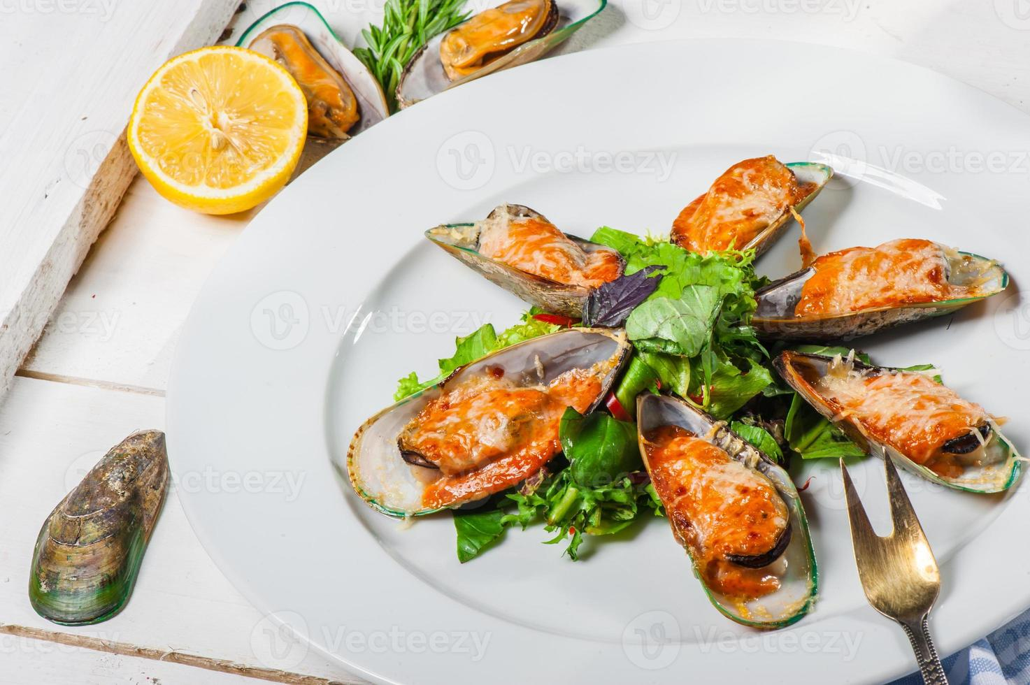 Mussels with parmesan photo
