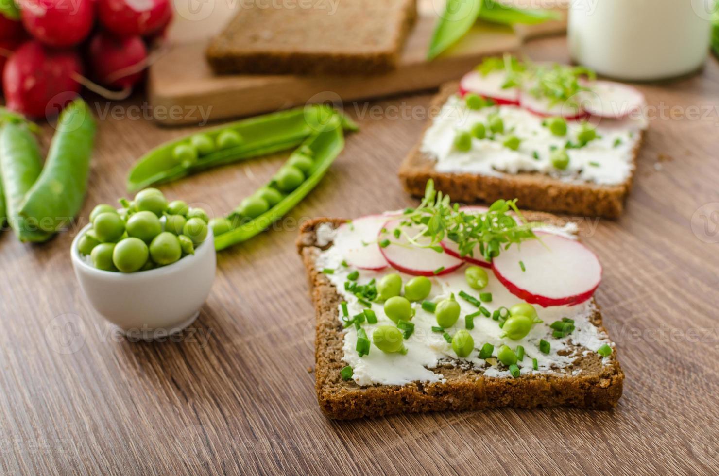 pan integral saludable con hierbas foto