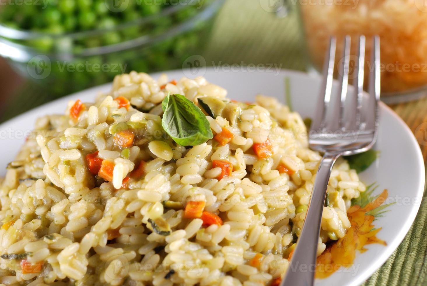 risotto con verduras variadas foto