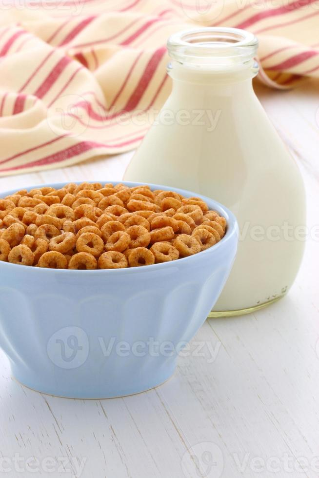 Whole wheat cereal loops photo