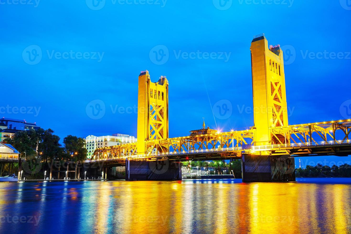 Puente levadizo Golden Gates en Sacramento foto