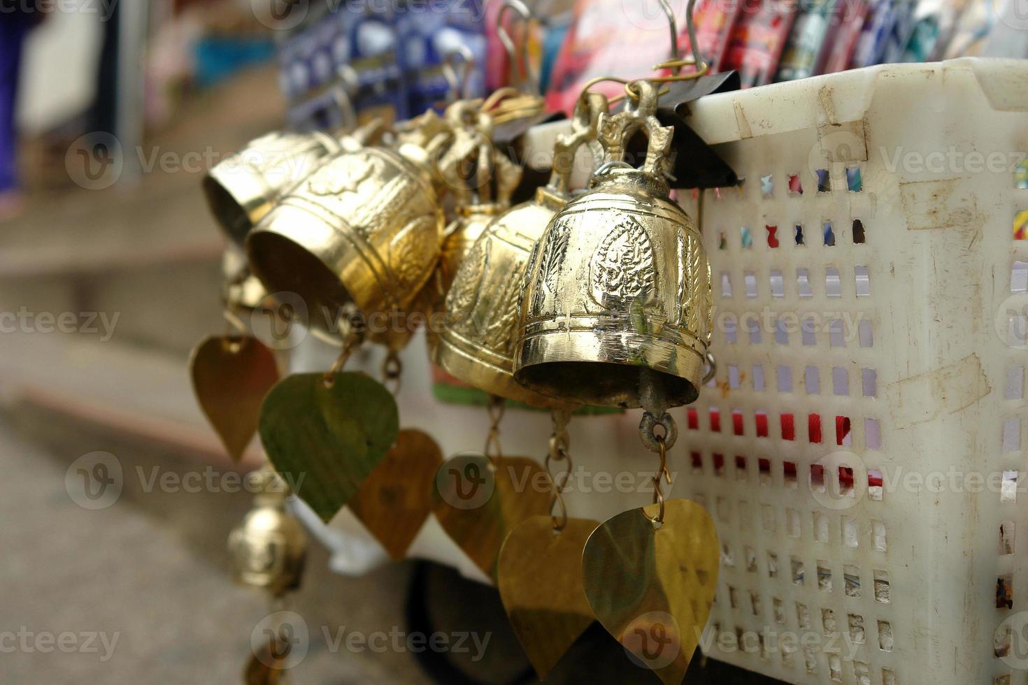 campana de bronce para adorar foto