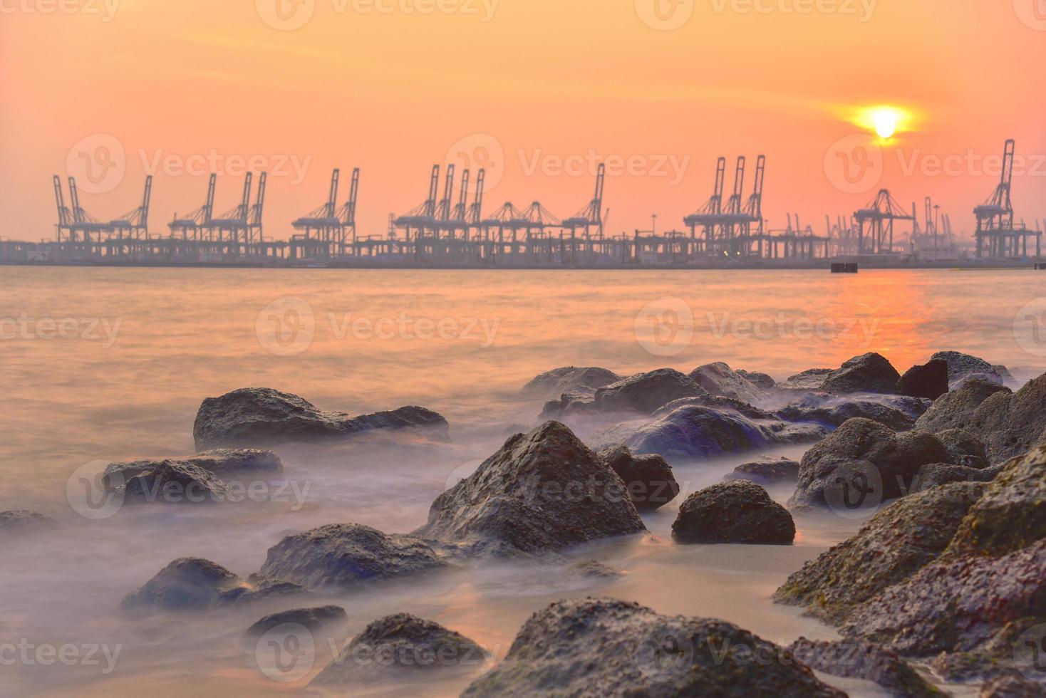 puesta de sol del puerto, singapur foto