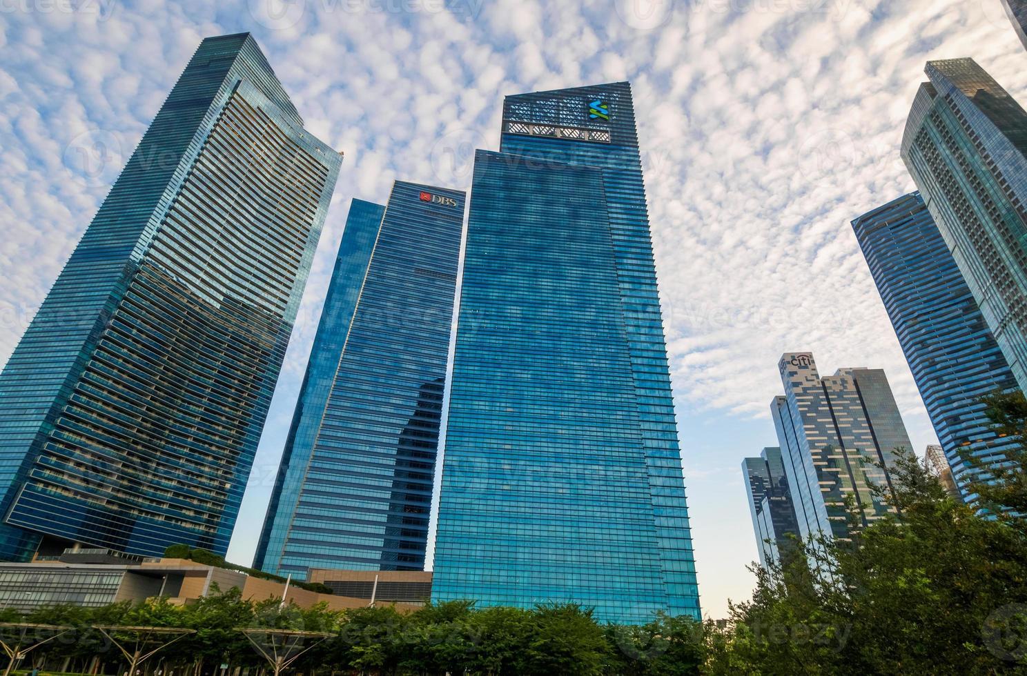 Singapur - 20 de junio de 2014: edificios en el horizonte de Singapur foto