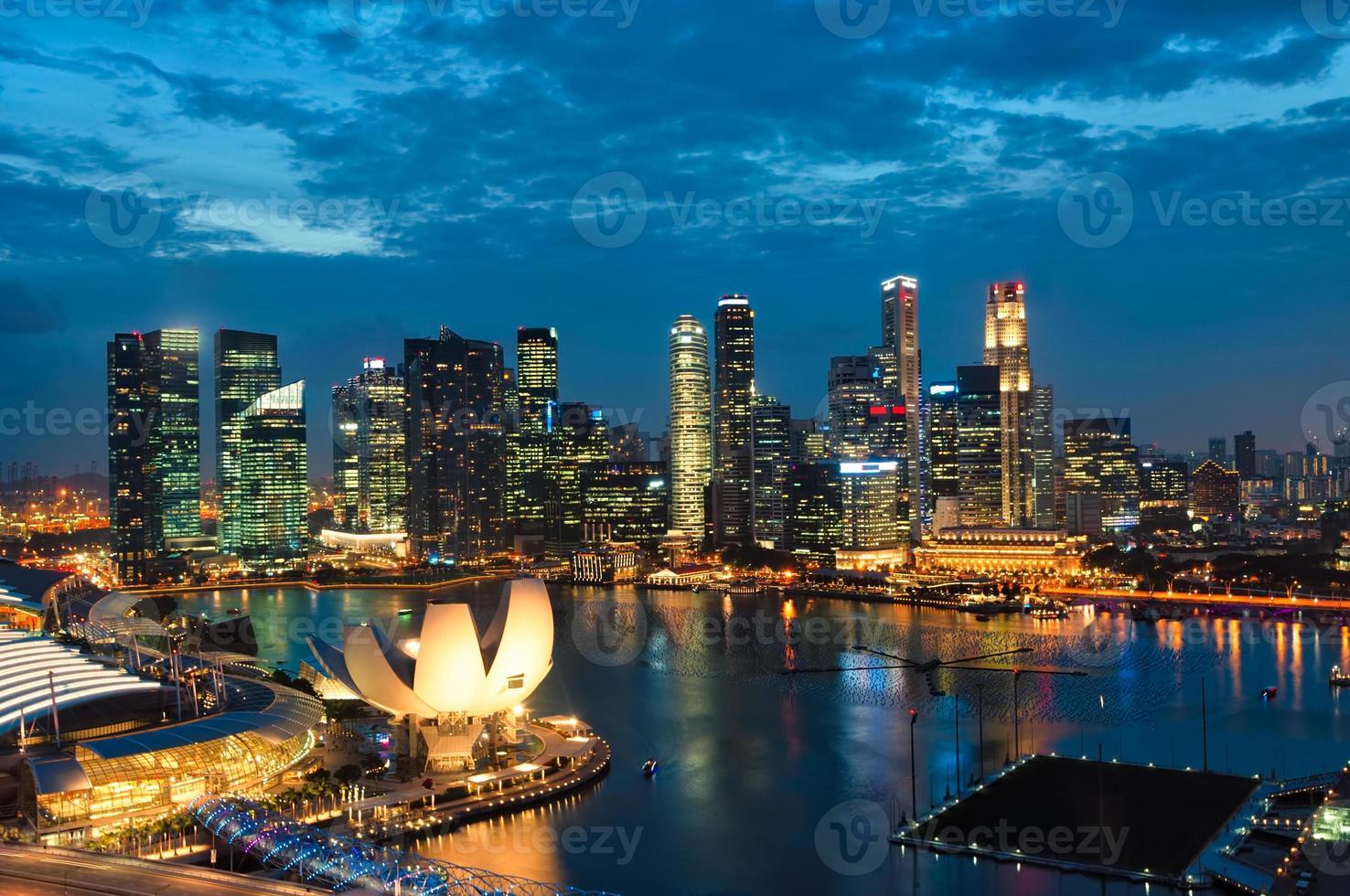 puesta de sol de singapur foto