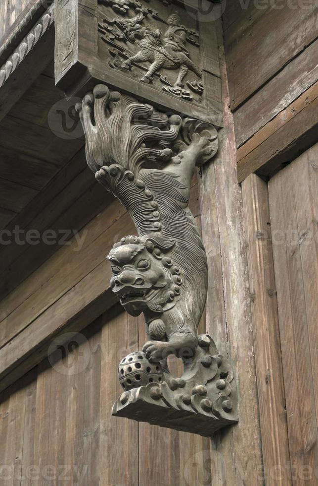 antigua escultura del león foo en china foto