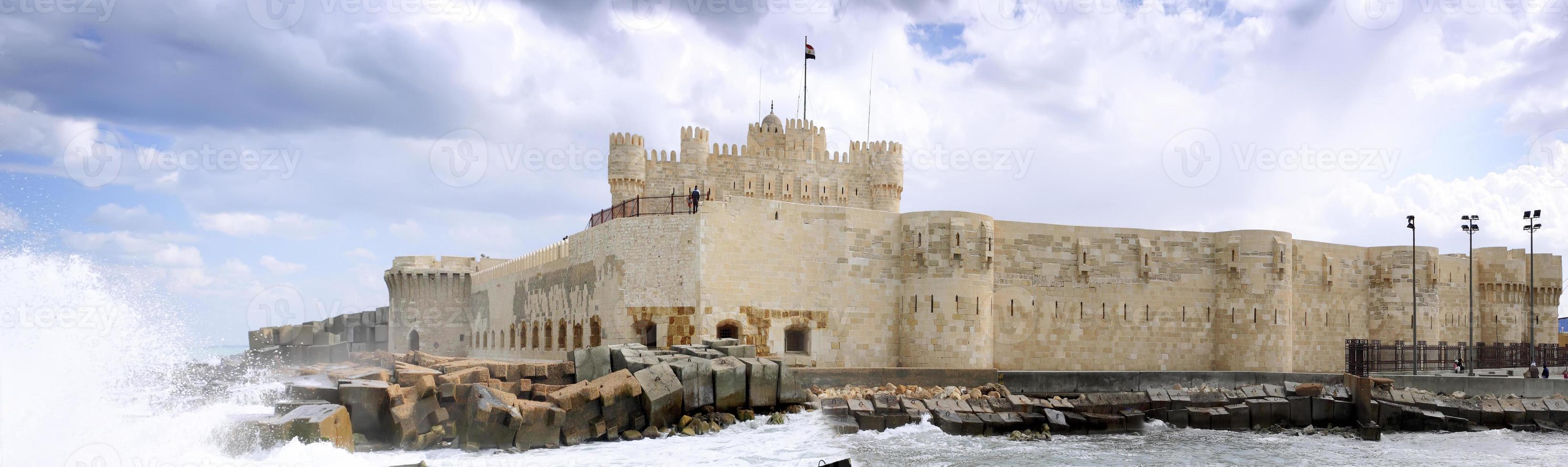 fortaleza de kite-bey coloca ruinas en alejandría. foto