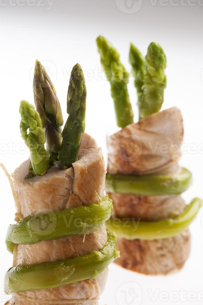Involtini di vitello ripieni di asparagi photo