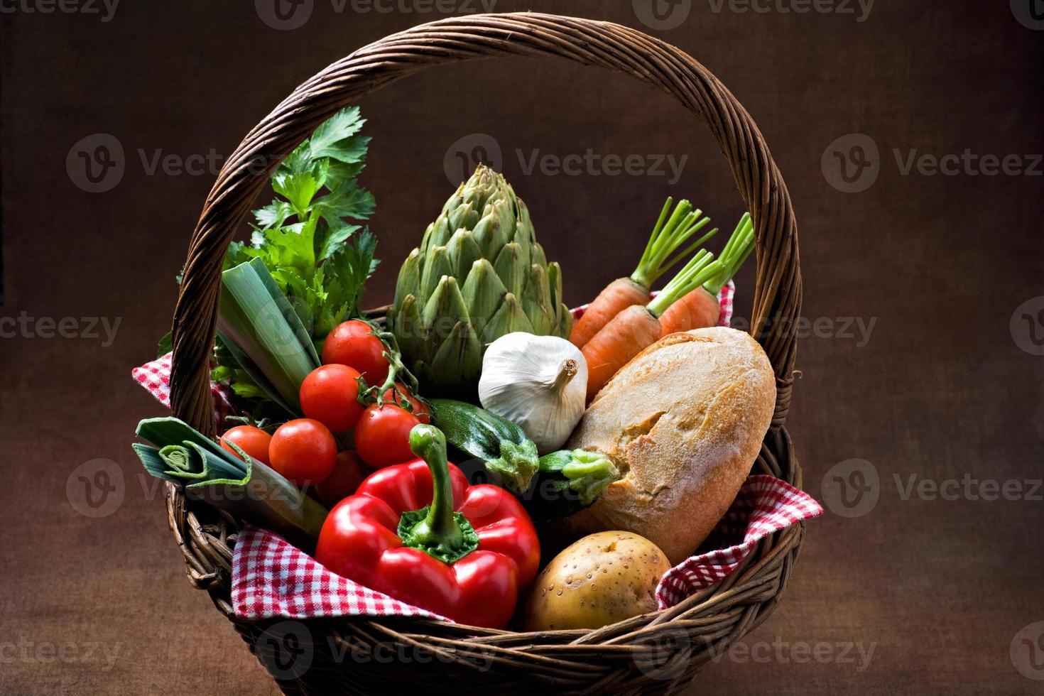 canasta de verduras foto