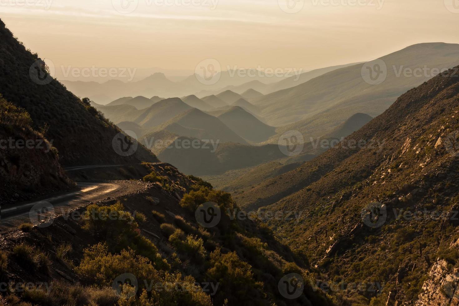 paisaje de montaña árida foto