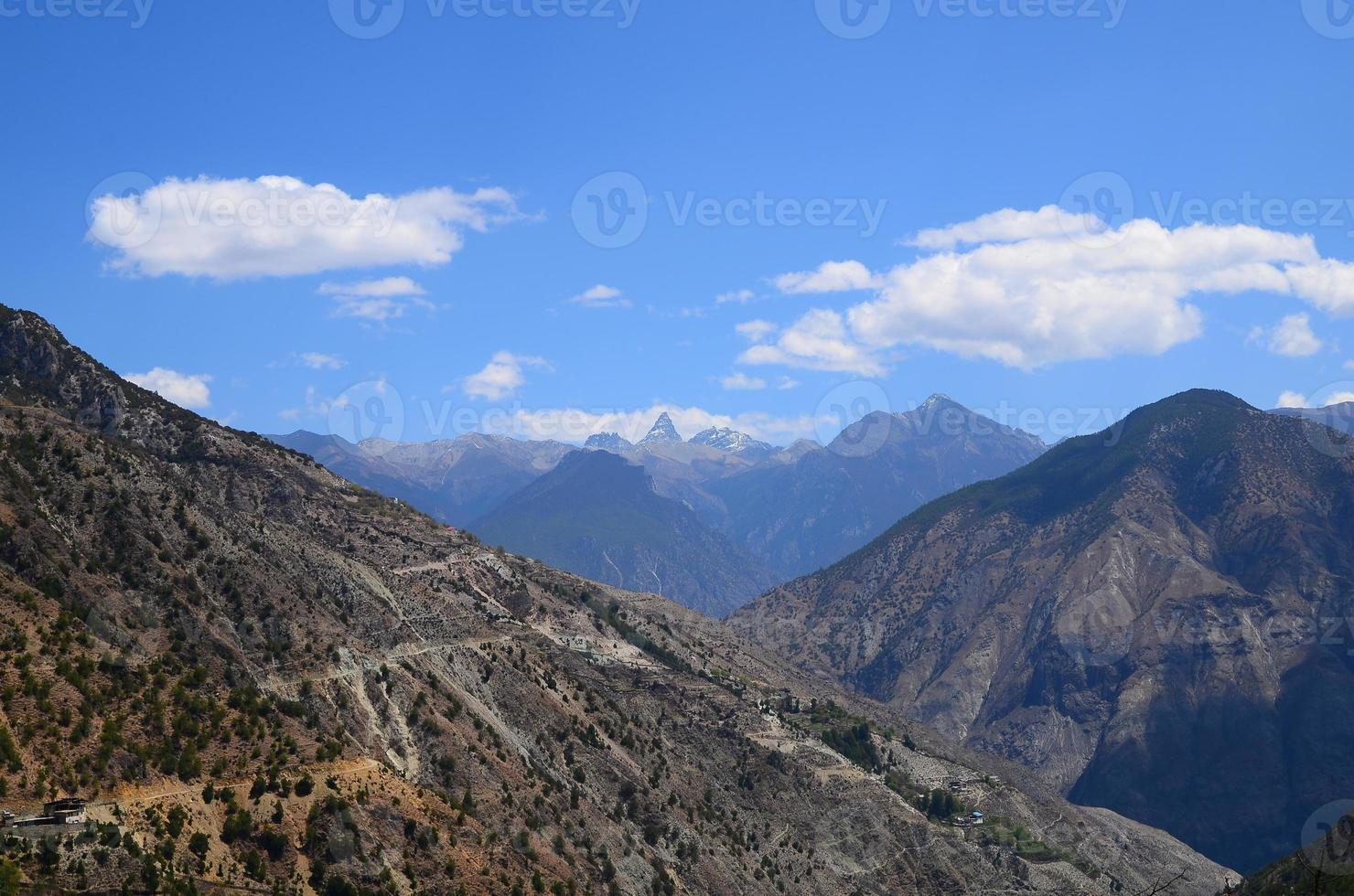 paisaje de terreno de montaña foto
