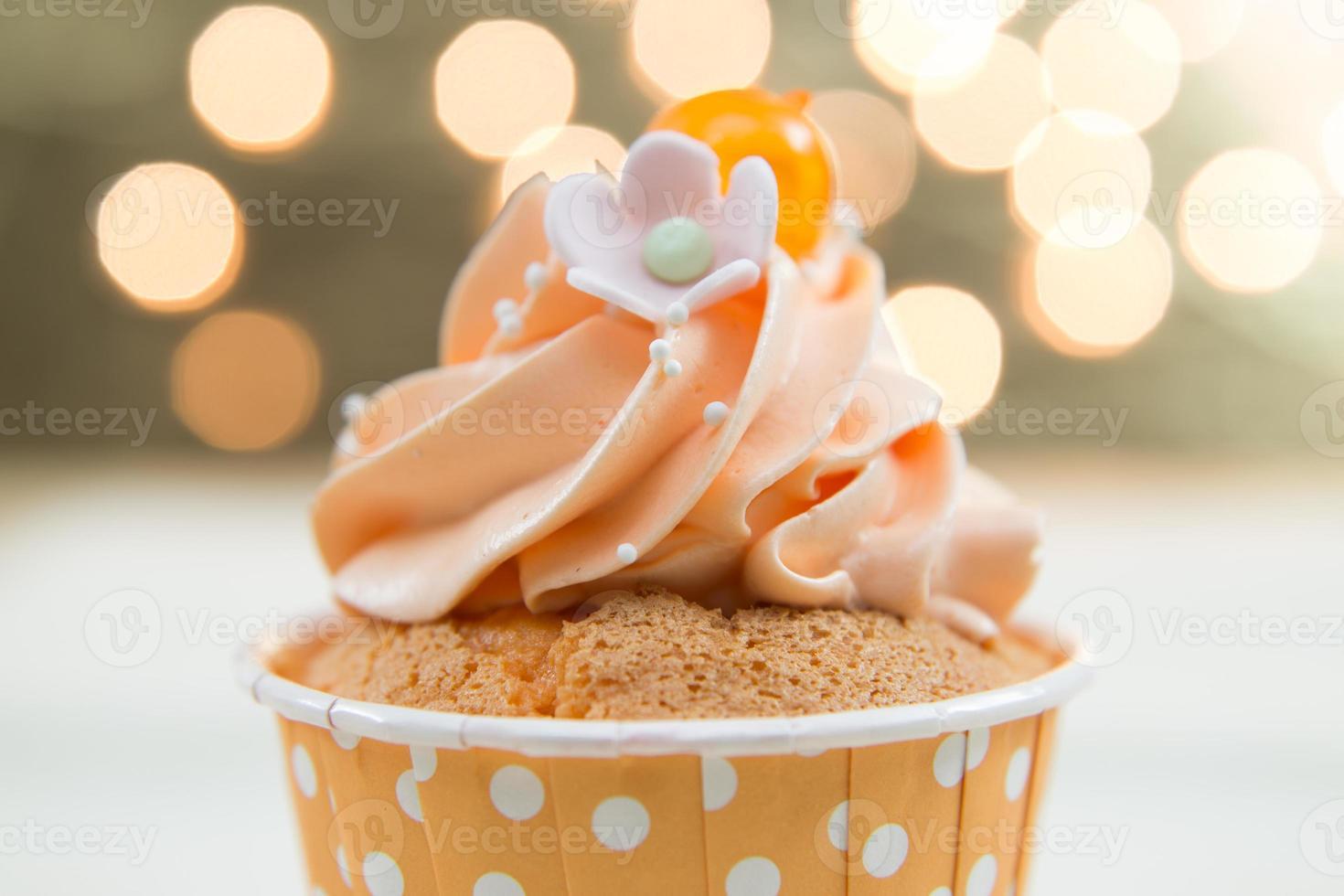 sabroso cupcake con crema de mantequilla foto