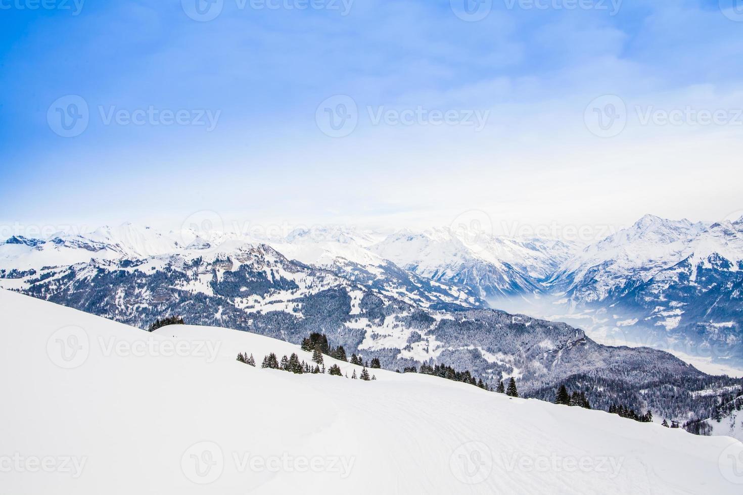paisaje invernal paisaje de montaña de los Alpes alpinos foto