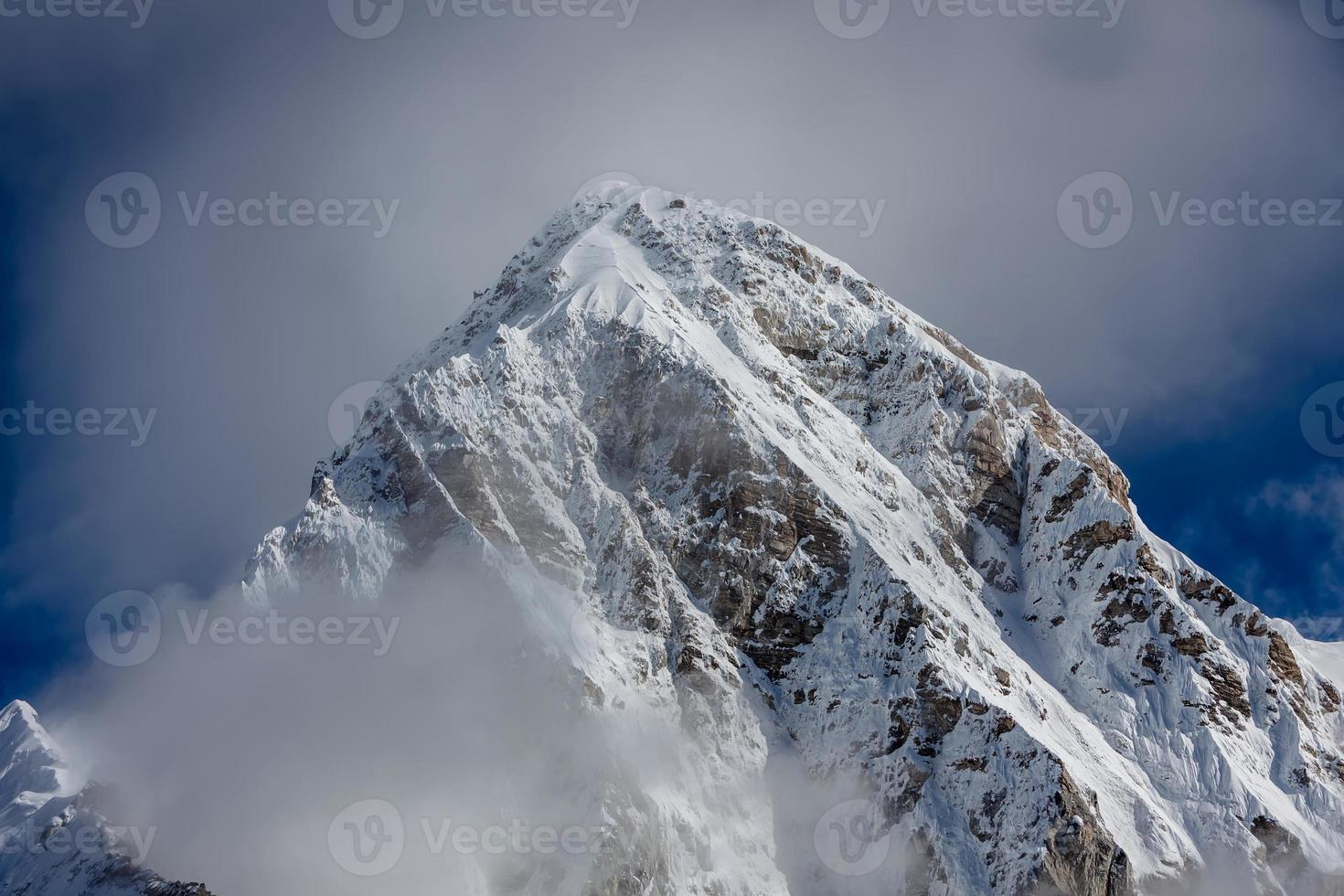 hermoso paisaje de montañas de hymalayas foto