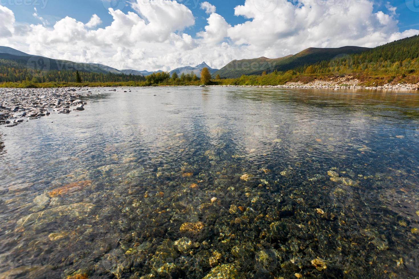 paisaje salvaje en las montañas urales. foto