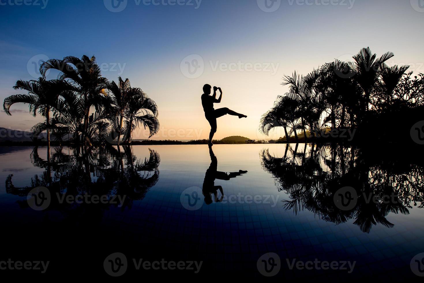silhouette man boxing photo