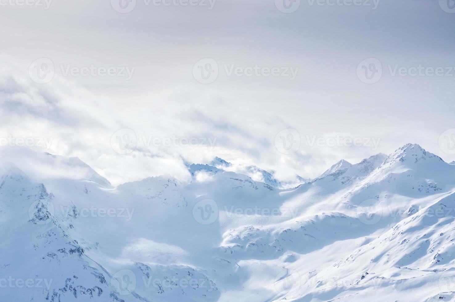 montañas de invierno foto