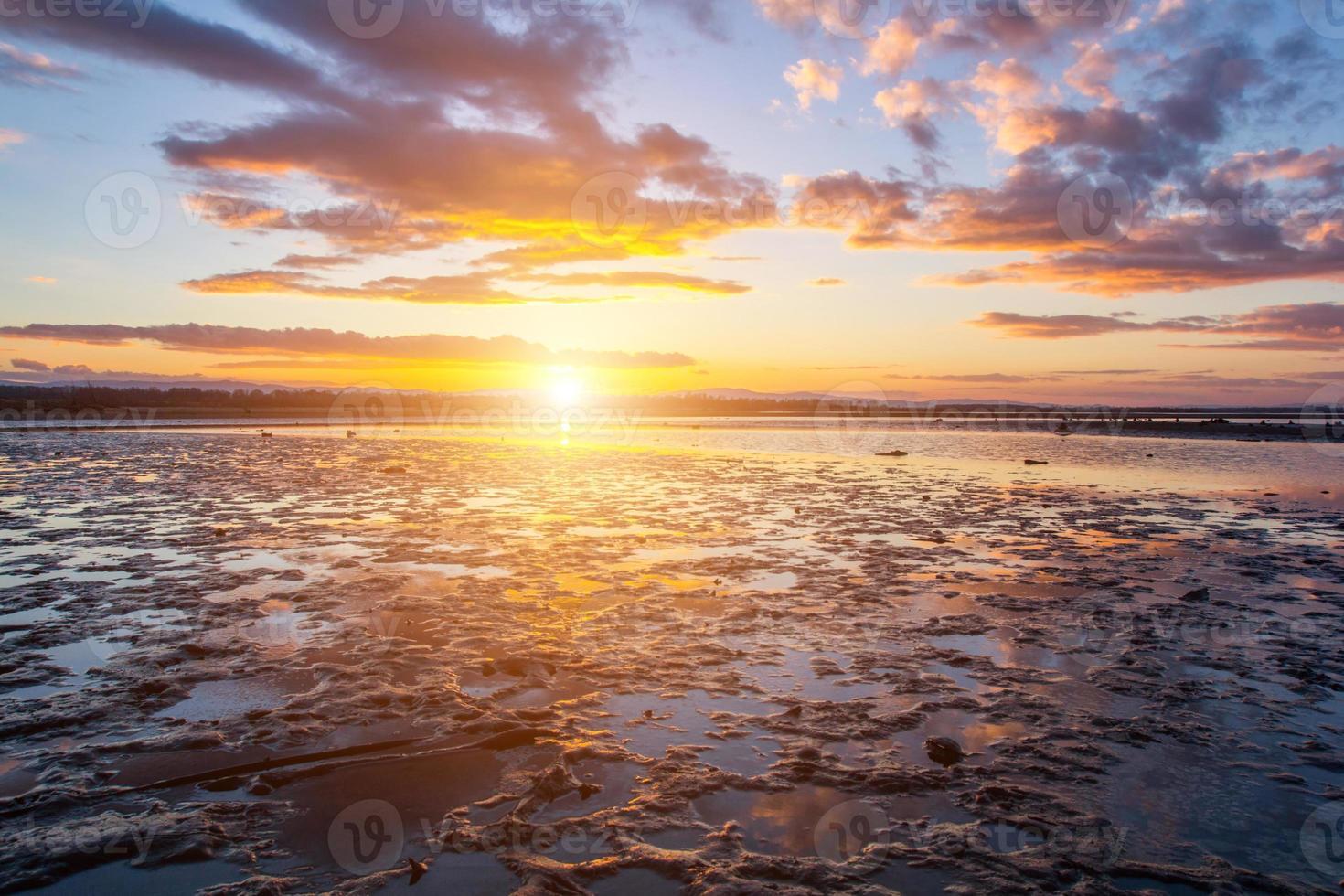 puesta de sol en invierno foto