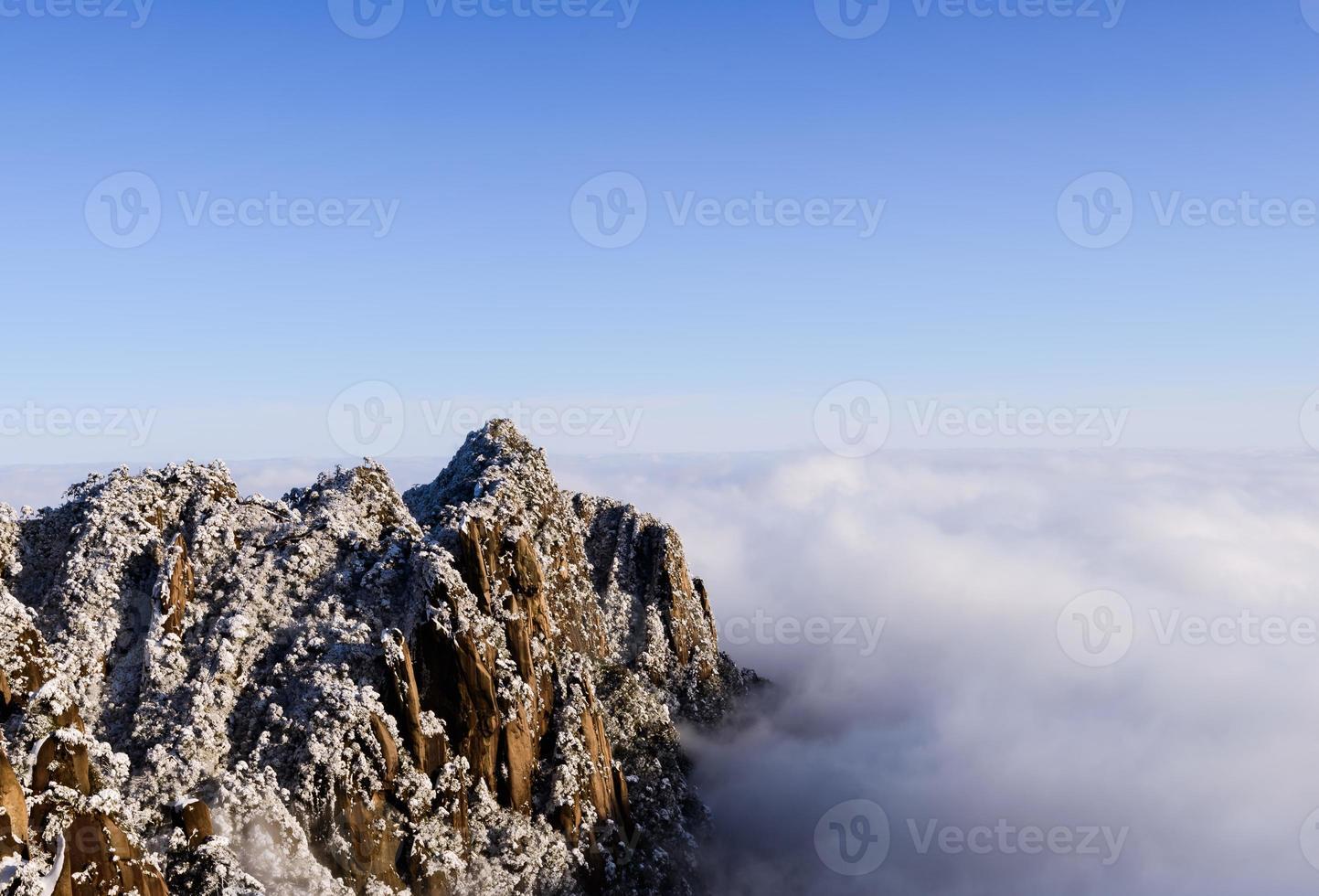 nieve de invierno, el paisaje de montaña foto