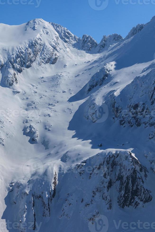 las montañas fagaras en invierno foto