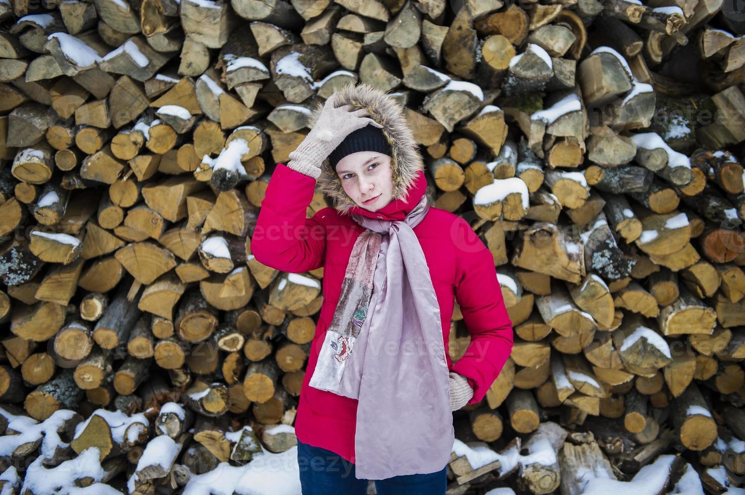 chica adolescente y nieve foto