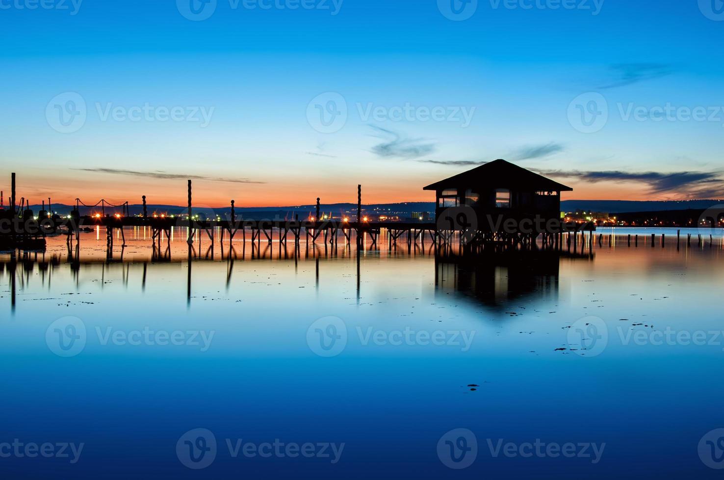 puesta de sol del lago foto