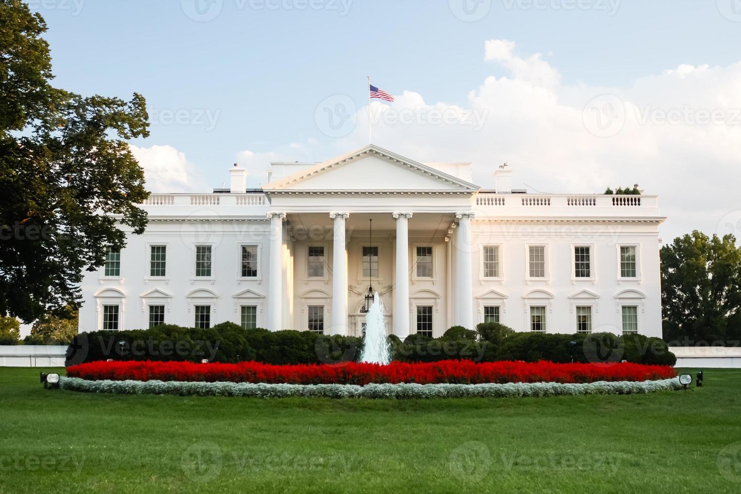 White House in Washington, D.C. photo