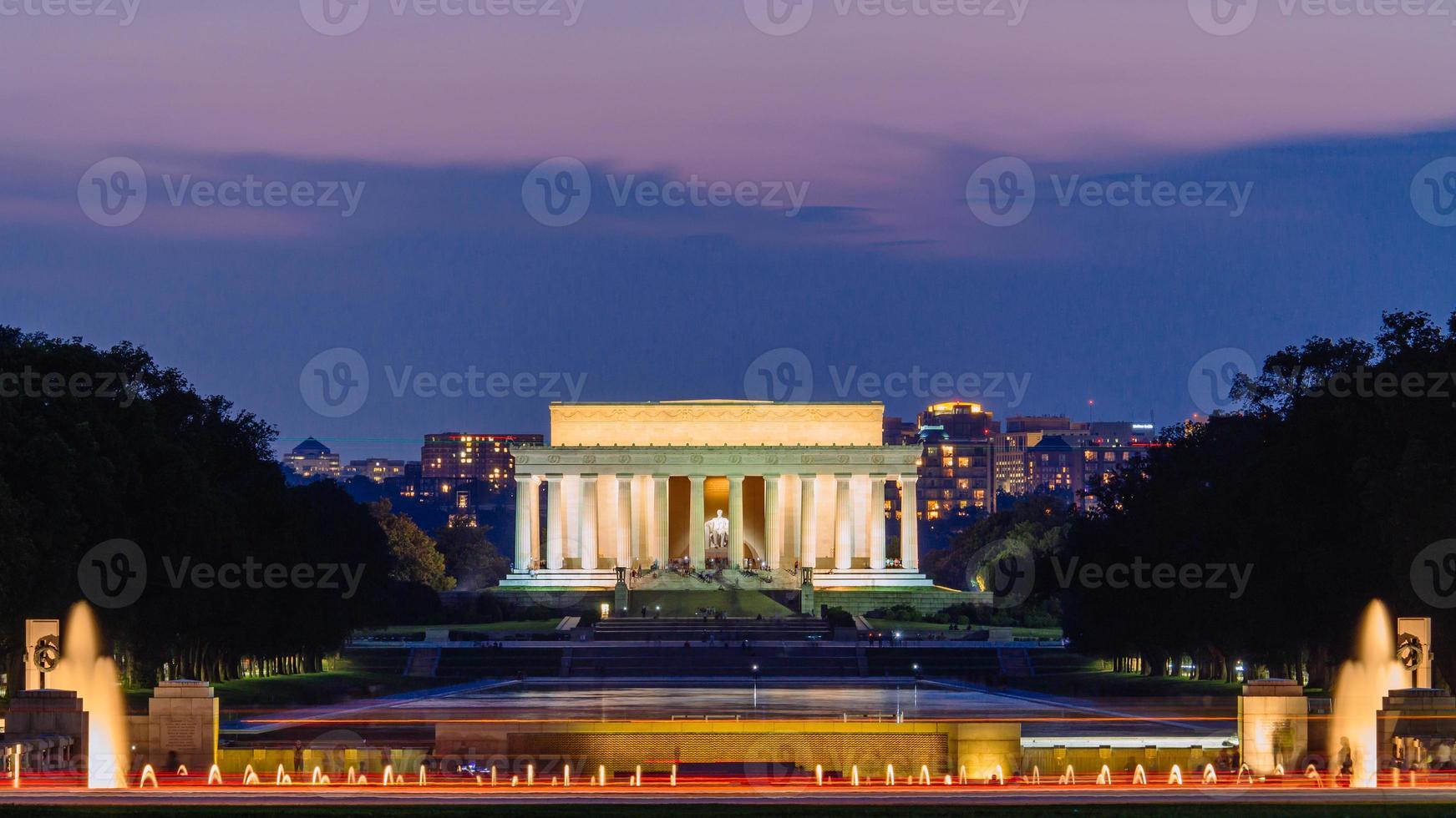 Lincoln Memorial en la noche. foto